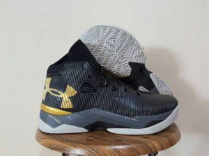 Curry 2.5 Black Gold