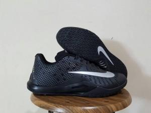 Sepatu Basket Hyperlive Black