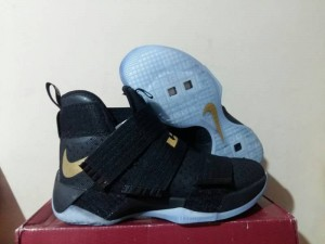 Sepatu Basket Lebron Soldier 10 Black Gold