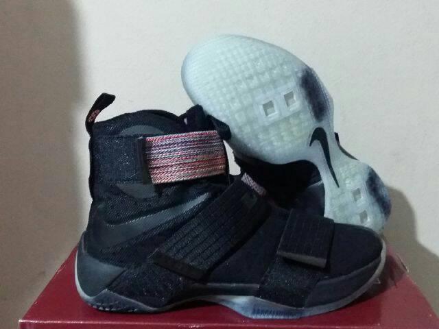 a2f70776773ac Sepatu Basket Lebron Soldier 10 Black