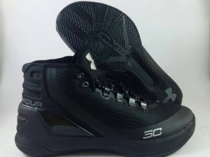 Curry 3 Black Out