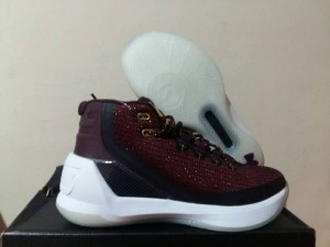 Curry 3 Maroon
