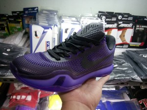 49531-300x225 Sepatu Basket Kobe 10 Blackout
