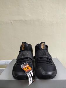 Sepatu-Basket-Kyrie-6-Black-Metalic-Gold-2-225x300 Sepatu Basket Kyrie 6 Black Metalic Gold
