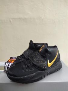 Sepatu-Basket-Kyrie-6-Black-Metalic-Gold-3-225x300 Sepatu Basket Kyrie 6 Black Metalic Gold